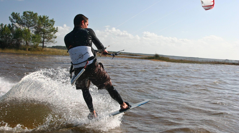 Photographe sportis d'événements sportifs sport extreme photo de kitesurf arcachon lacanau, bordeaux