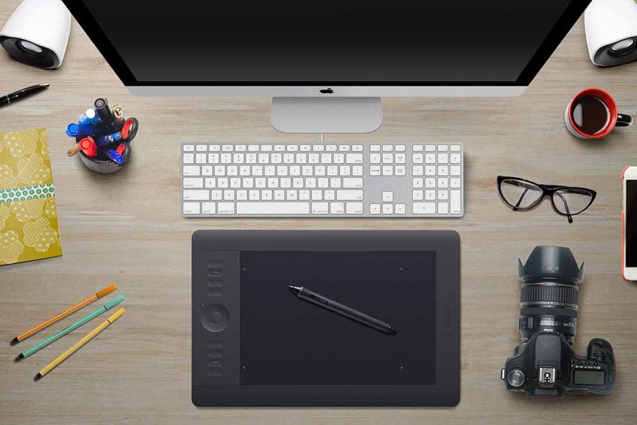Graphiste freelance créatif et plein d'aisance. Indépendant prévenant, je vous écoute et propose mes talents. Papier ou numérique contactez-moi vite !