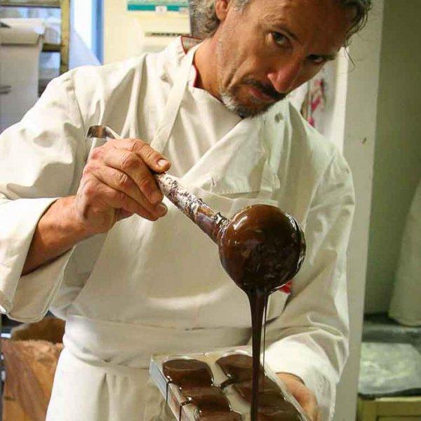 Photo d'un chocolatier professionnel sur le bassin d'Arcachon photographe professionnel Christophe Boury photographe sympa proche de vous
