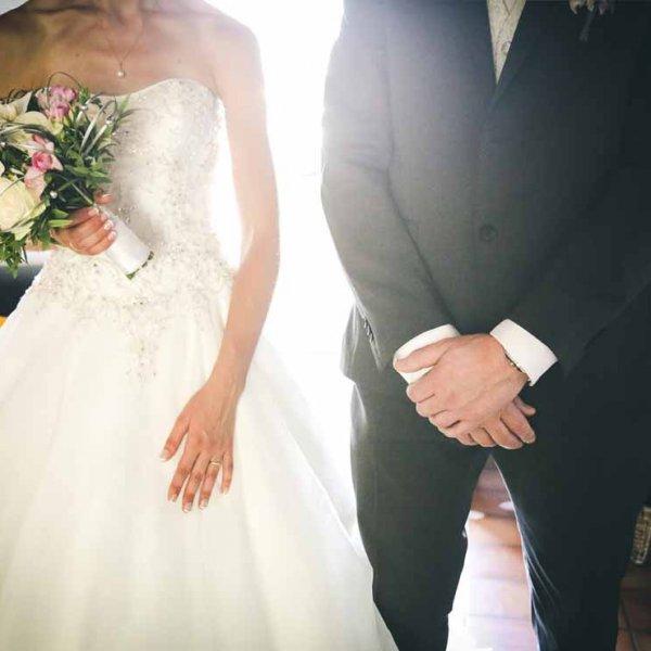 Photographe de mariage professionnel photo différente des mains des couples détails