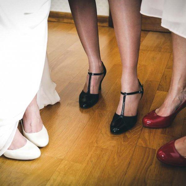 Photo de mariage différentes et original des chaussures des mariés