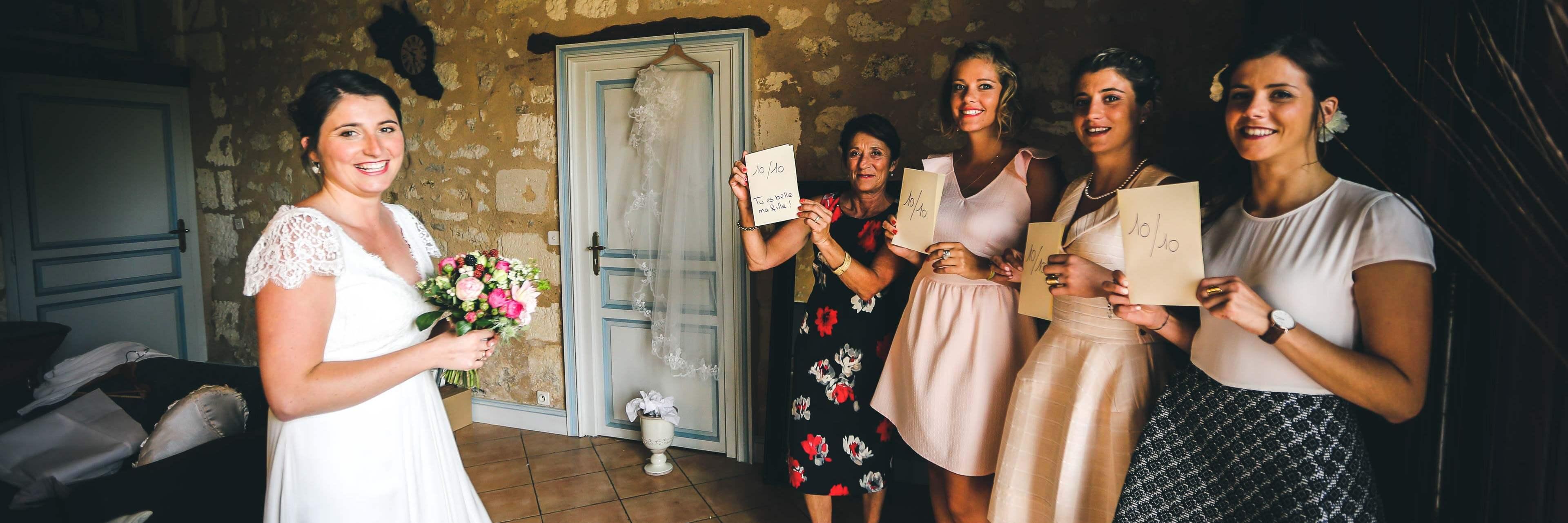 Photo avec les proches du couple Diapo des préparatifs de la mariée avec la maman et ses amis qui lui mettre une note