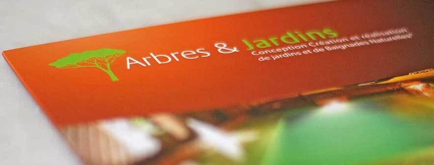 Plaquette promotionnelle pour arbre et jardin pépinière votre piscine naturelle