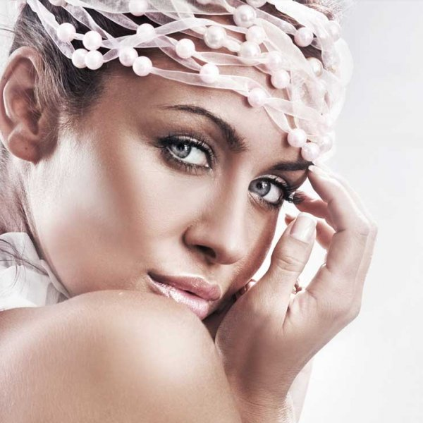 Photos de personnes femmes produits de luxe belle retouche glamour