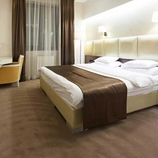 Photographe professionnel mettre en valeur votre hôtel restaurant photo d'une chambre mise en valeur