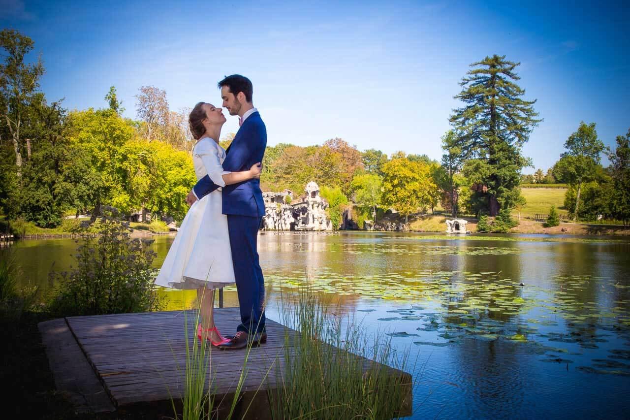 Photo avec paysage naturel Avec la complicité du photographe les photos de votre mariage peut être vraiment différente et original