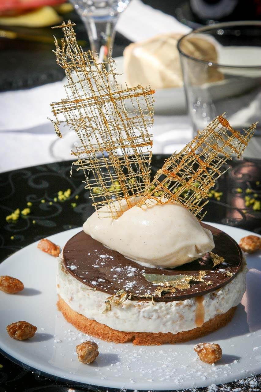 Photo de décoration alimentaire alors prise de vue pour un restaurant à Andernos. En extérieur dessert au chocolat glace et mousse donc pour promouvoir son restaurant.