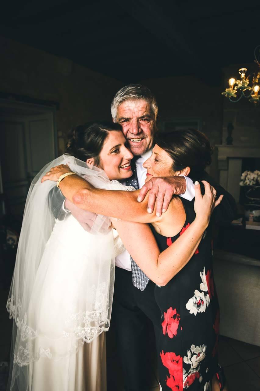 Photo avec les proches du couple Photo de famille pleine de sentiments et d'émotion
