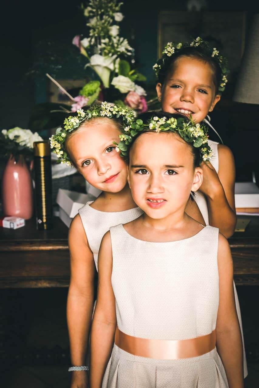 photo de mariage Portrait d'enfants pour la cérémonie habiller et préparer pour la cérémonie