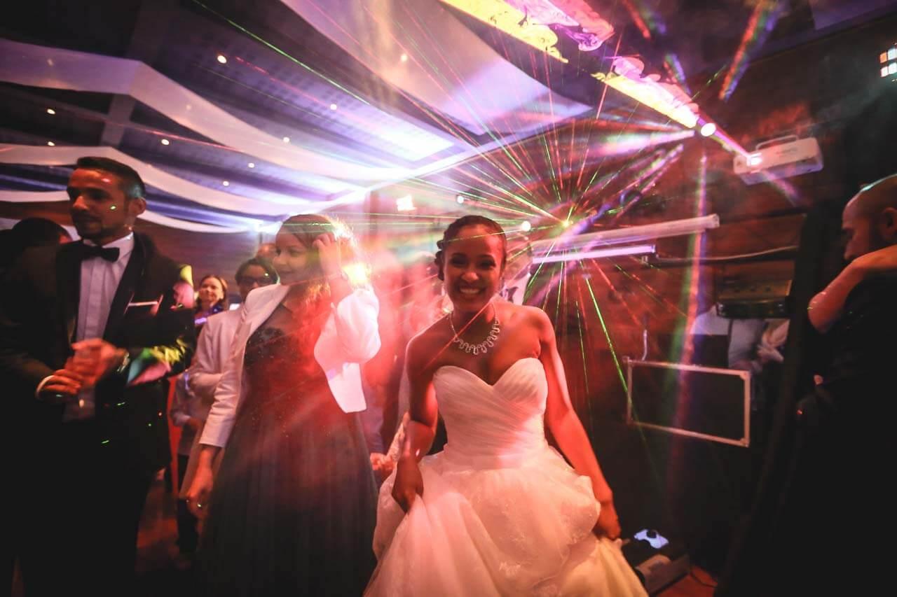 Photo de soirée de mariage chanteurs de rap Reportage de mariage du chanteur black kent