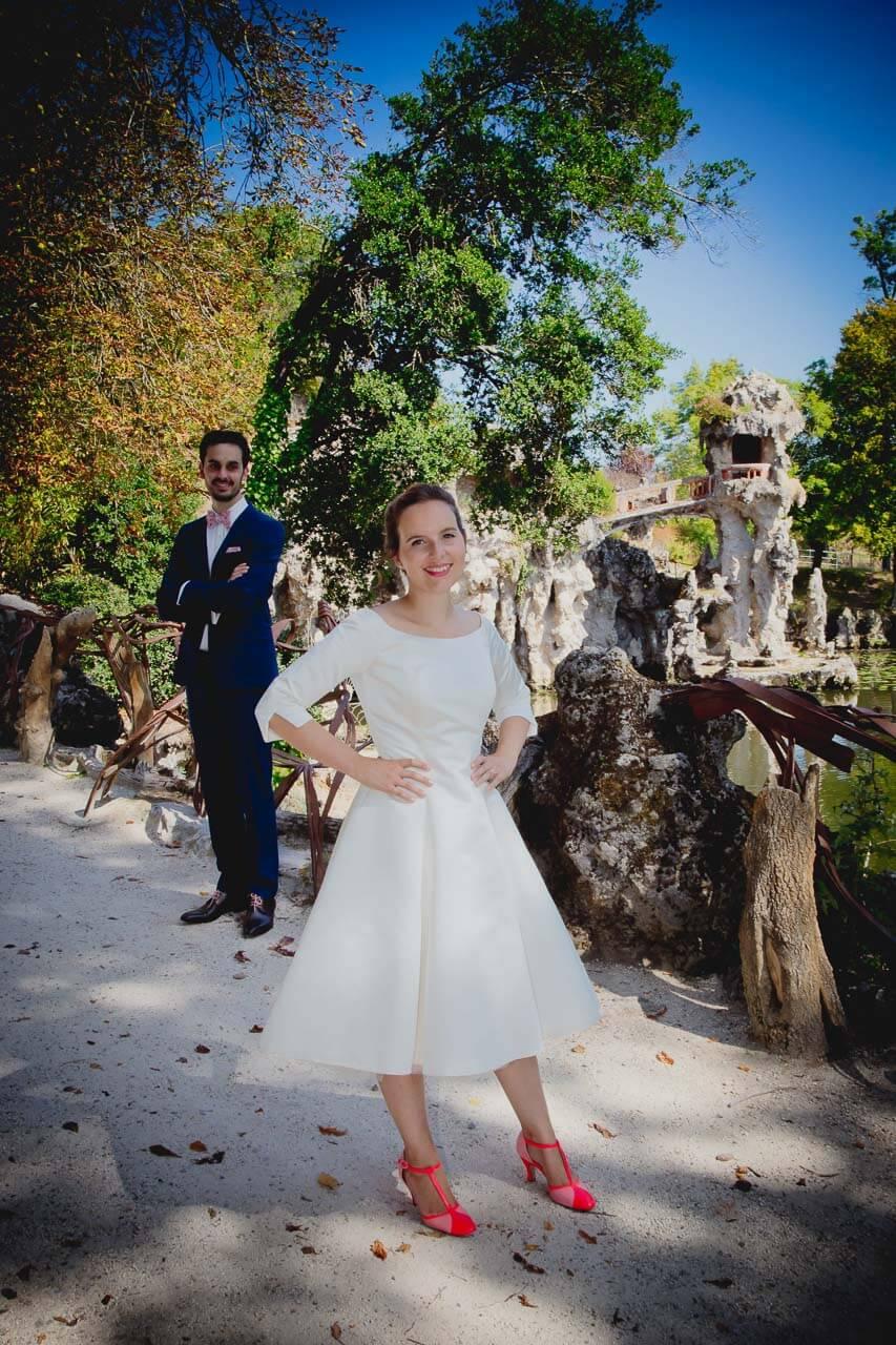 Photo de couple en tenue de mariés Photos de couple réalisé dans le parc Magellan à Blanquefort Mérignac Bordeaux Aquitaine