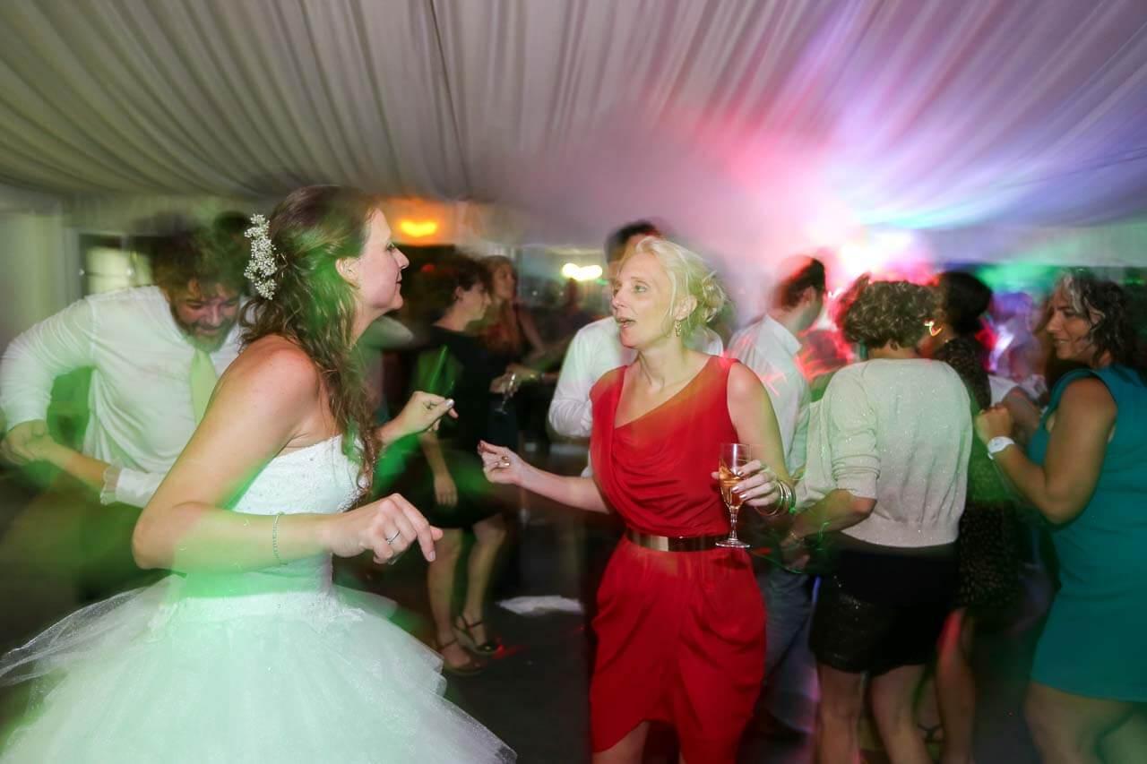 Photo de soirée de mariage Photo de la soirée dansante animation Didier et musique sont talonneurs la mariée qui danse
