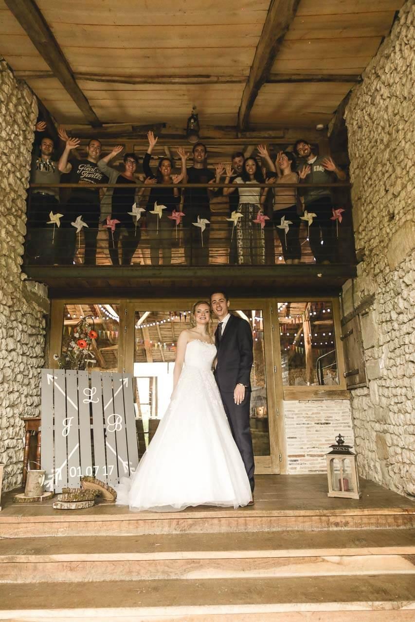 Photo de couple en tenue de mariés Pour mettre en scène les événements magiques de votre mariage cet appel à Christophe Boury et Photographe
