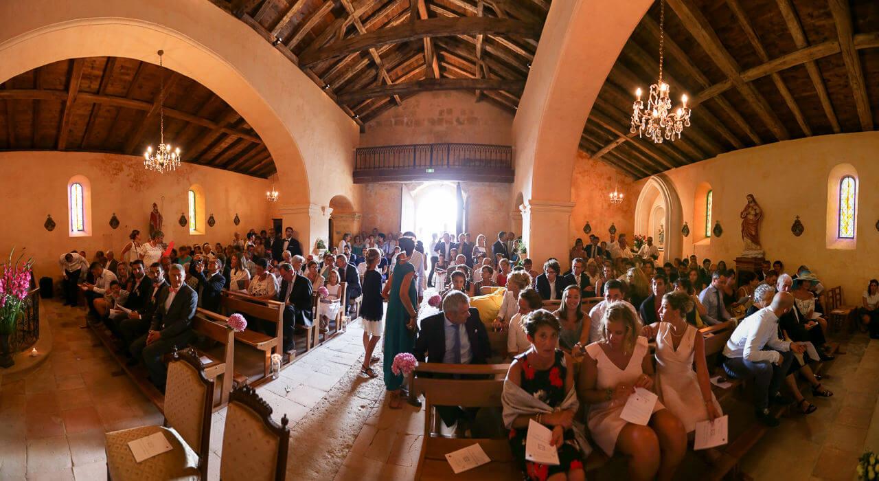 Mathilde et Cédric panoramique d'une église pour un mariage