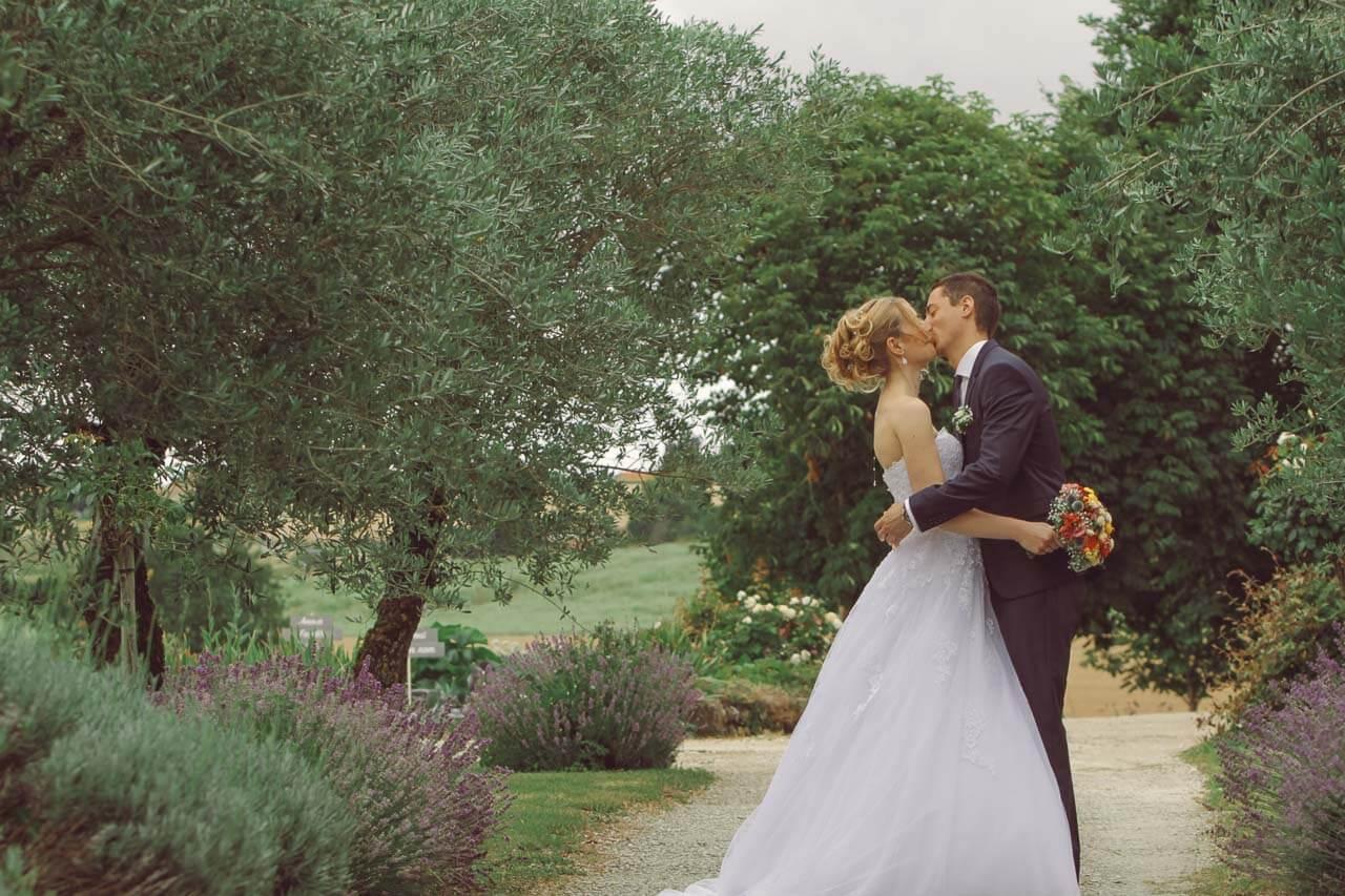 Laure et Jean-Batiste marié proche de la fenêtre le grenier des saveurs de Maine en Charente-Maritime Charente Bordeaux Aquitaine
