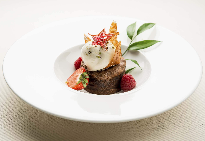 Shooting photo plat dessert gâteau au chocolat et aussi fondant avec classe, christophe boury photographe culinaire.