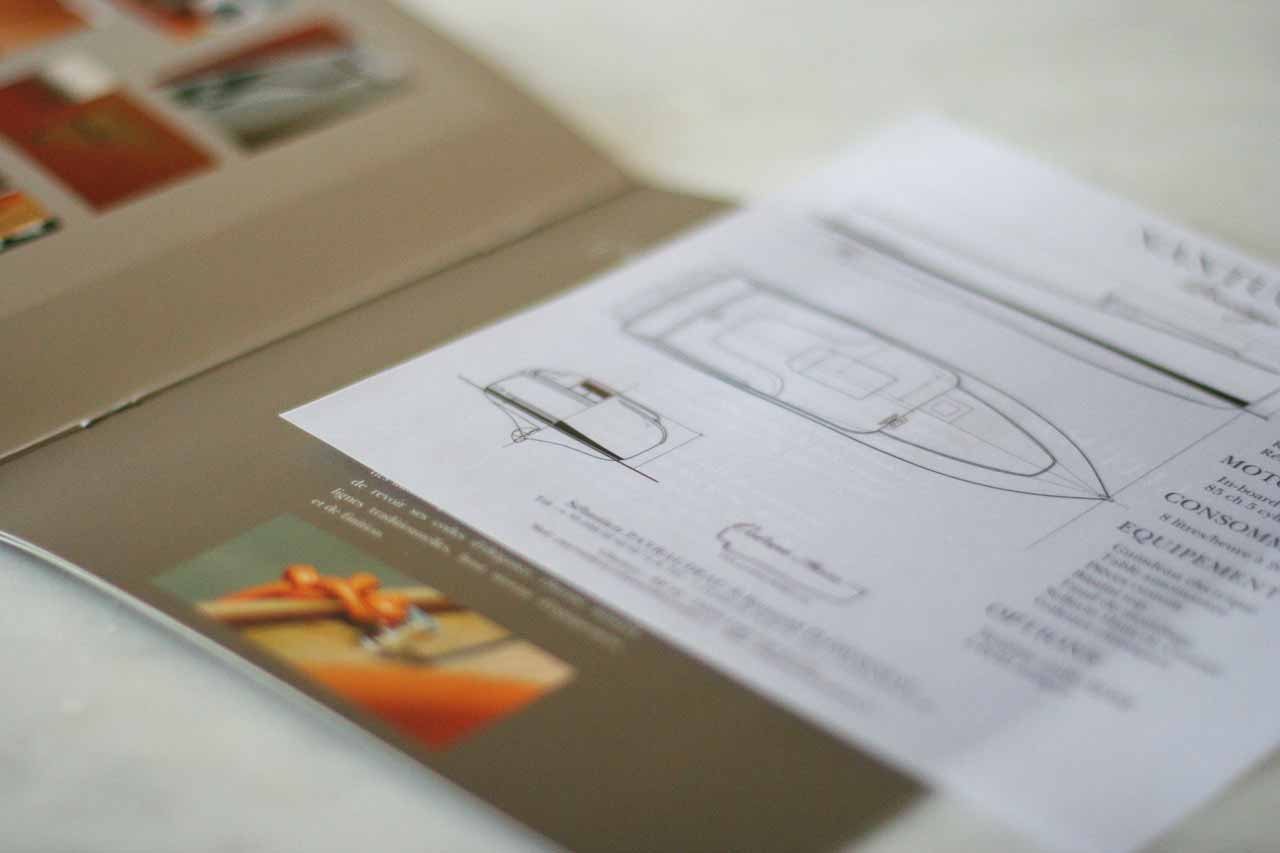 Plaquette Nantuket Graphistes freelances à Bordeaux disponibles dès maintenant pour réaliser vos logos, création de vos chartes graphiques et aussi l'ensemble de vos documents.