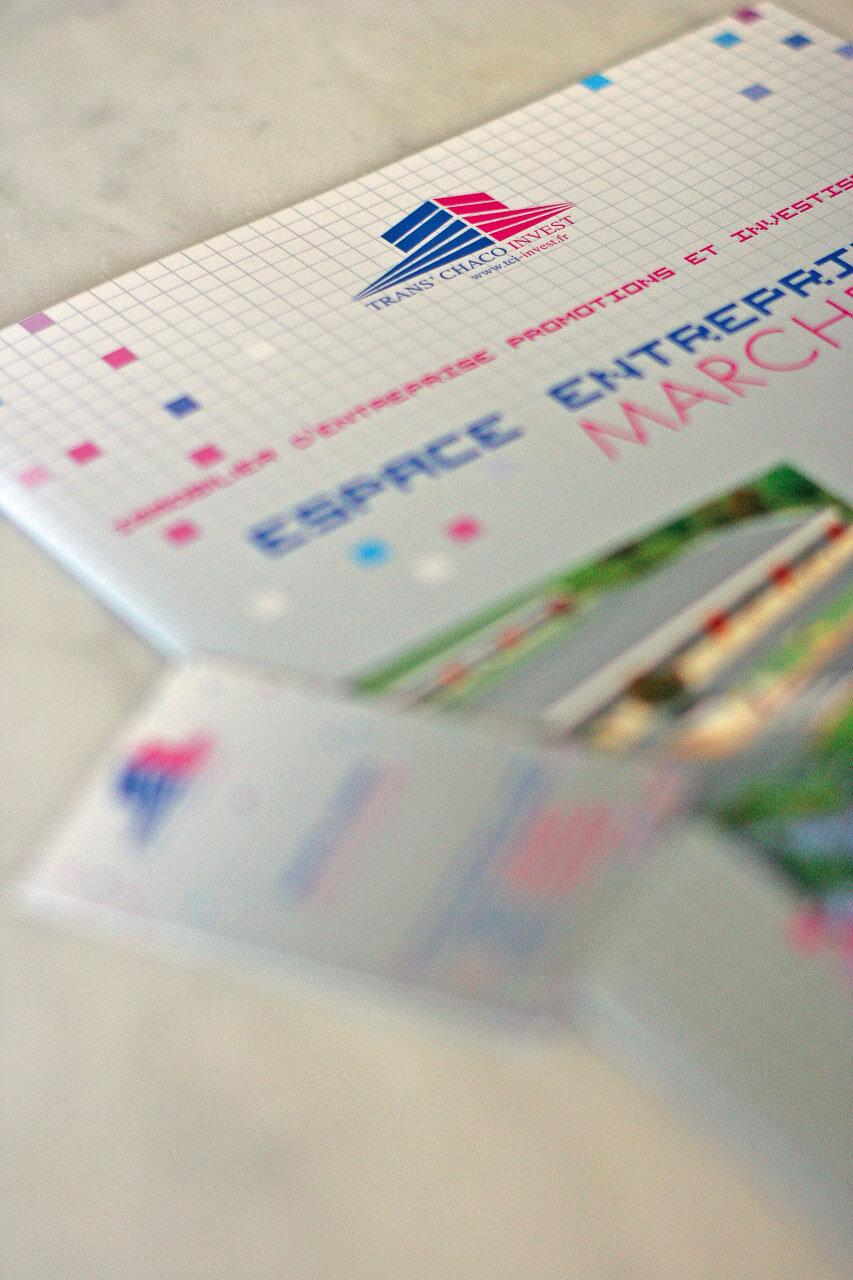 Conception d'une plaquette institutionnelle pour la location de bureaux puis réalisation des cartes de visite.