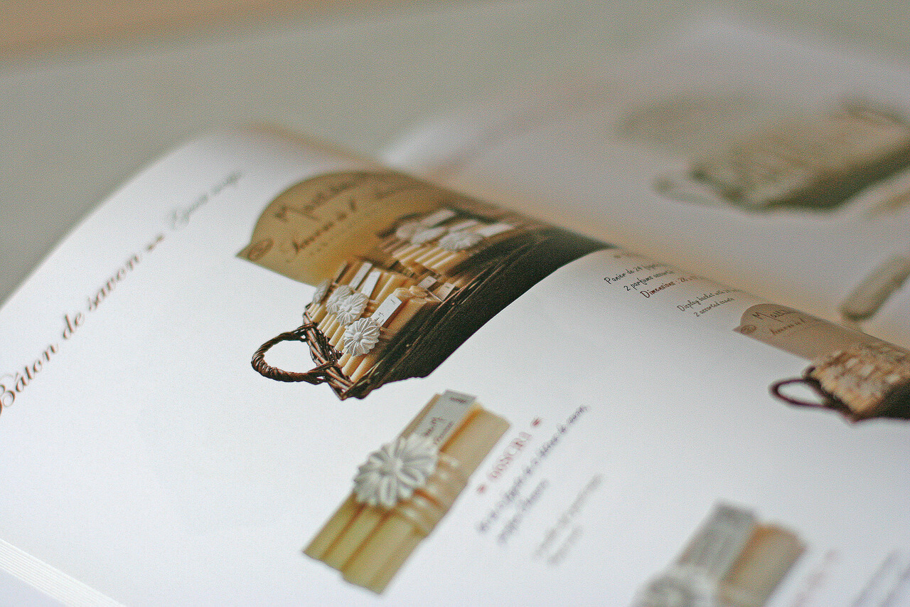 graphiste plaquette Reçu sur Mathilde des savon et des plâtrerie parfumé