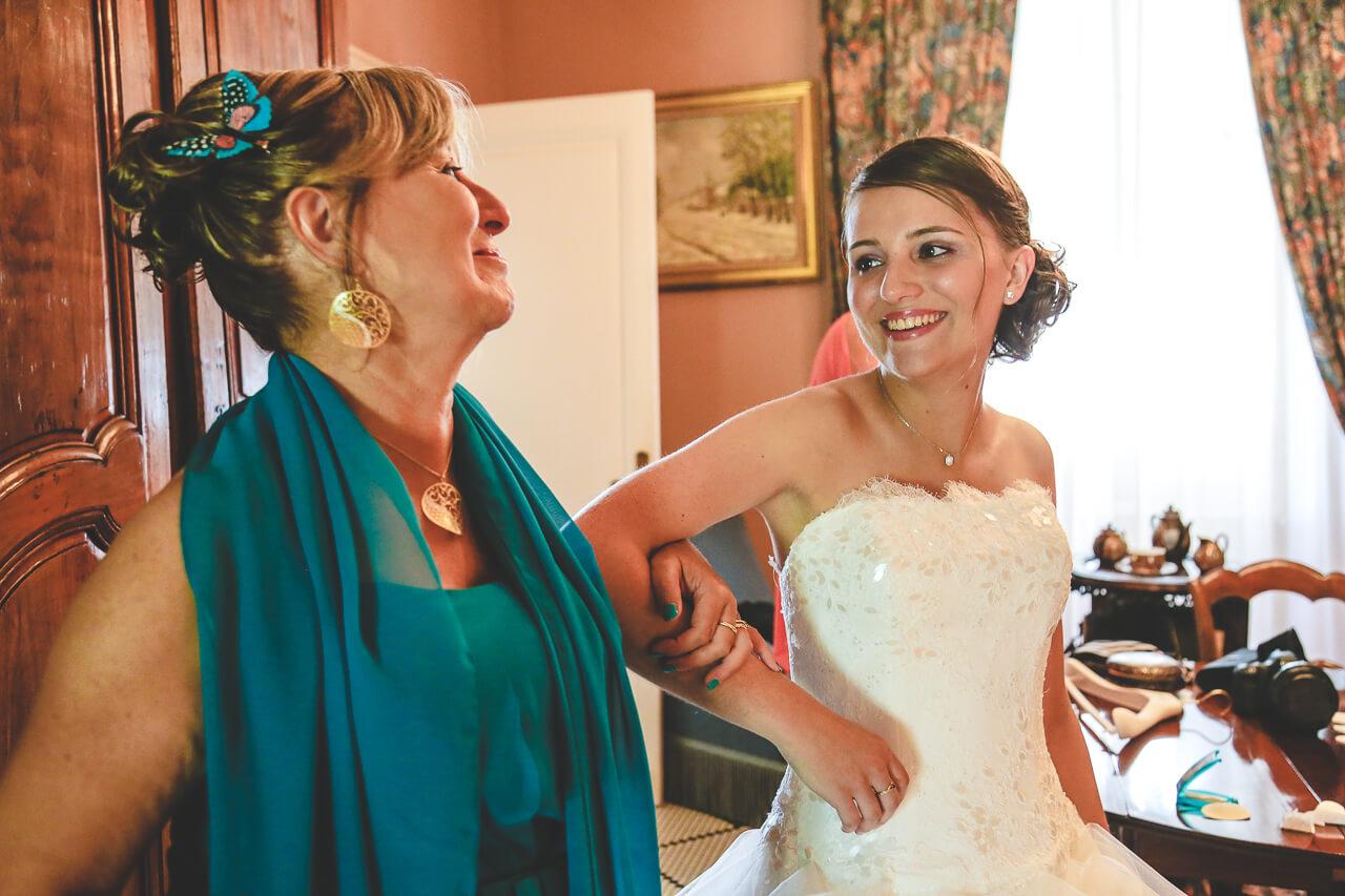 Fanny et Martin Regards complices entre sa mère il a marié et sa fille
