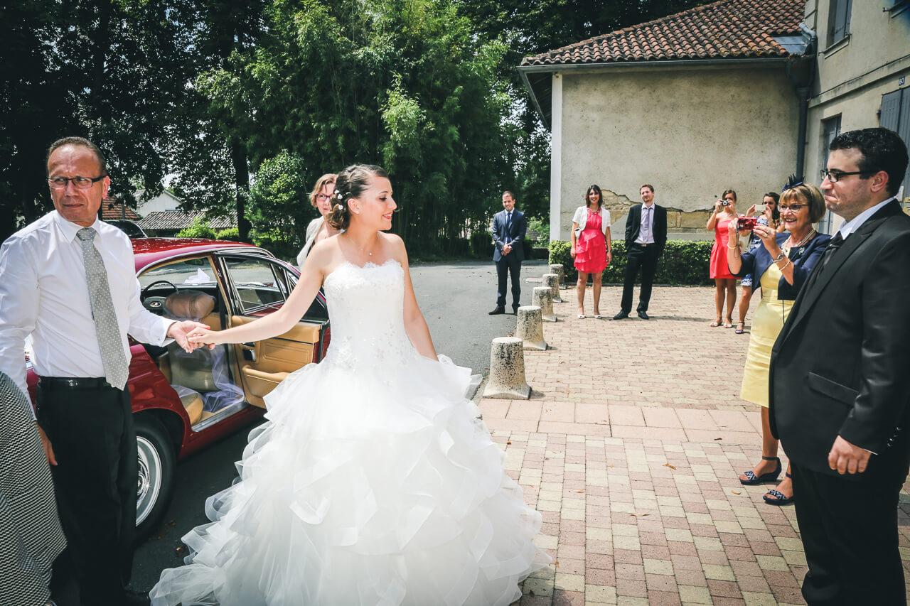 Fanny et Martin Ta rive de mariage photos de femmes en train de se préparer Christophe Boury photographe professionnel de mariage en gironde Aquitaine Bordeaux Charente-Maritime
