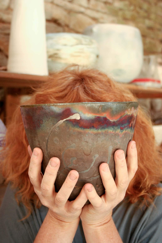 photographe d'entreprise événementiel Prise de vue du potier derrière cette poterie et c'est création création originale technique de Racou