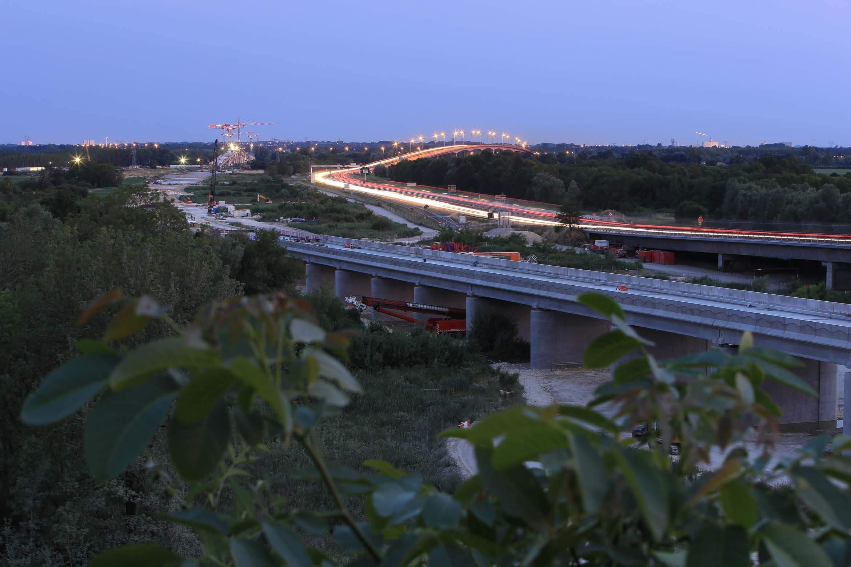 Construction des trains à grande vitesse en Aquitaine ainsi que du LGV.