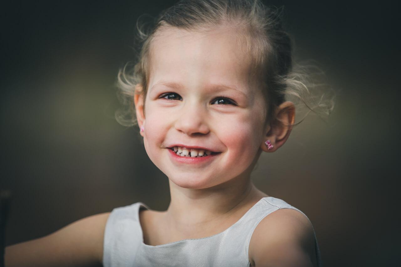 Shooting photo fille Lacanau photos pleine de joie et aussi de vie. Pour le plaisir des parents.