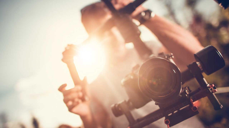 Photographe de mariage et d'entreprise à Bordeaux en Gironde et ailleurs... Un esprit tourné vers vous. Christophe B. tél. 06 89 577 717 // www.chris-photographe33.fr