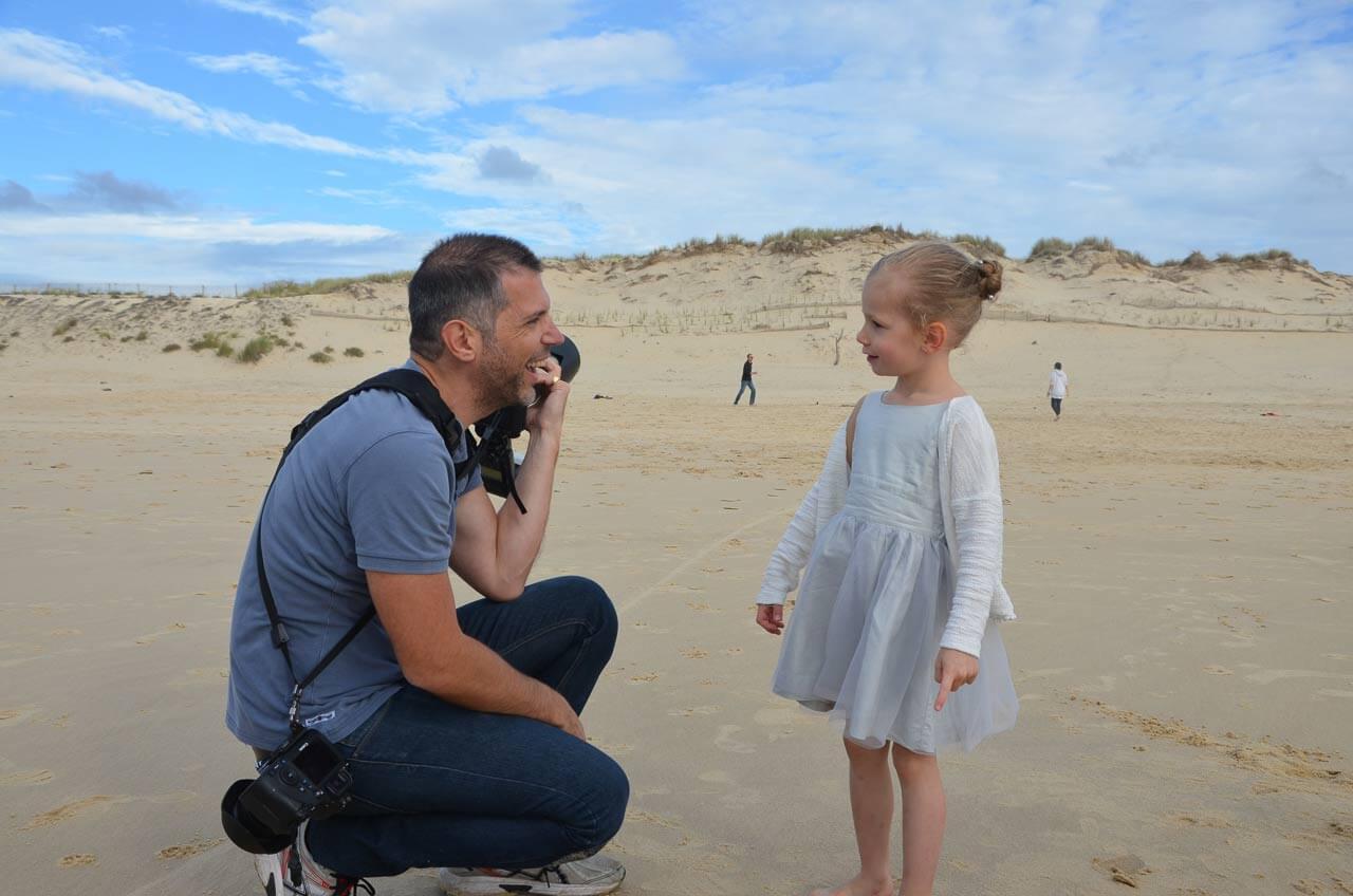 Prise de vue avec les enfants sur la plage, et aussi avis des clients proche des gens.