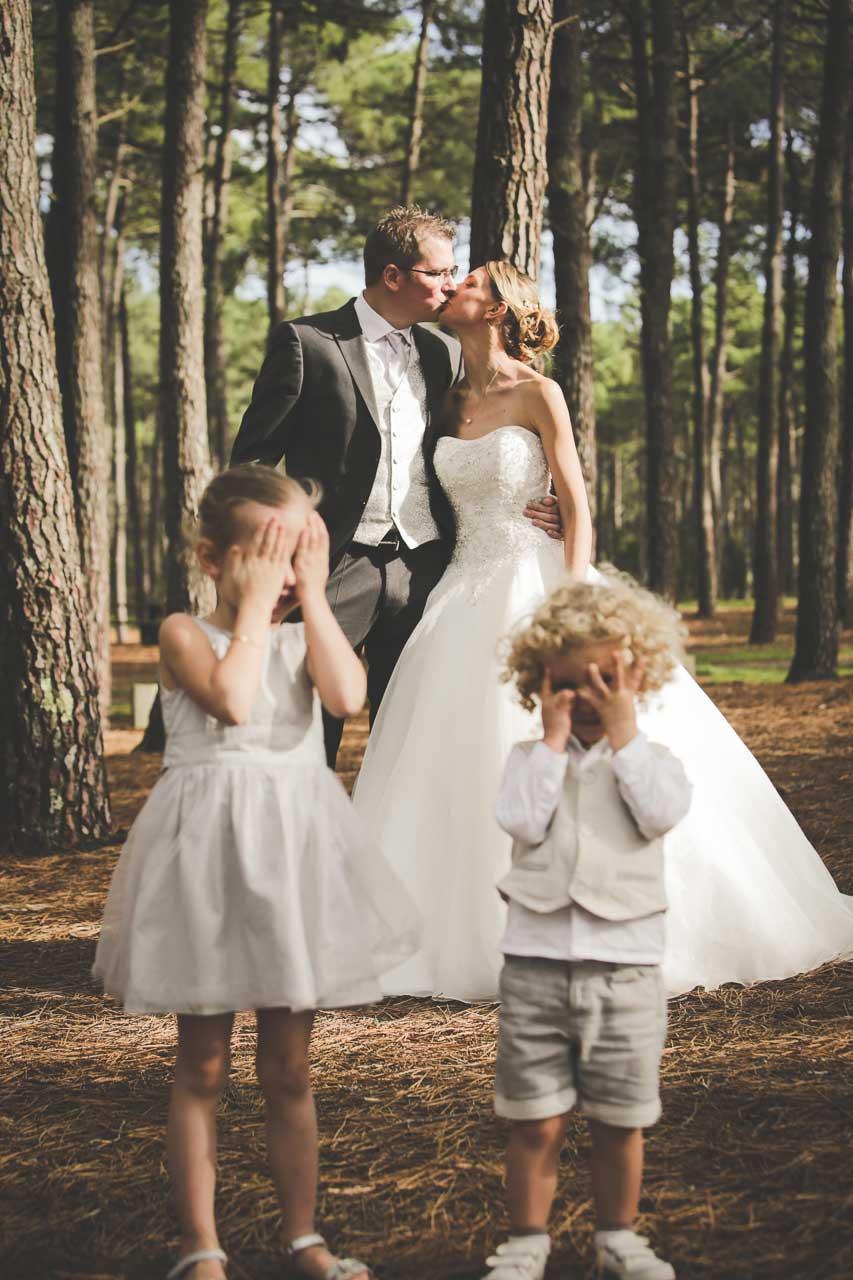 photographe de mariage pessac lacanau cb enfants qui se cache les yeux chris photographe bordeaux. Black Bedroom Furniture Sets. Home Design Ideas