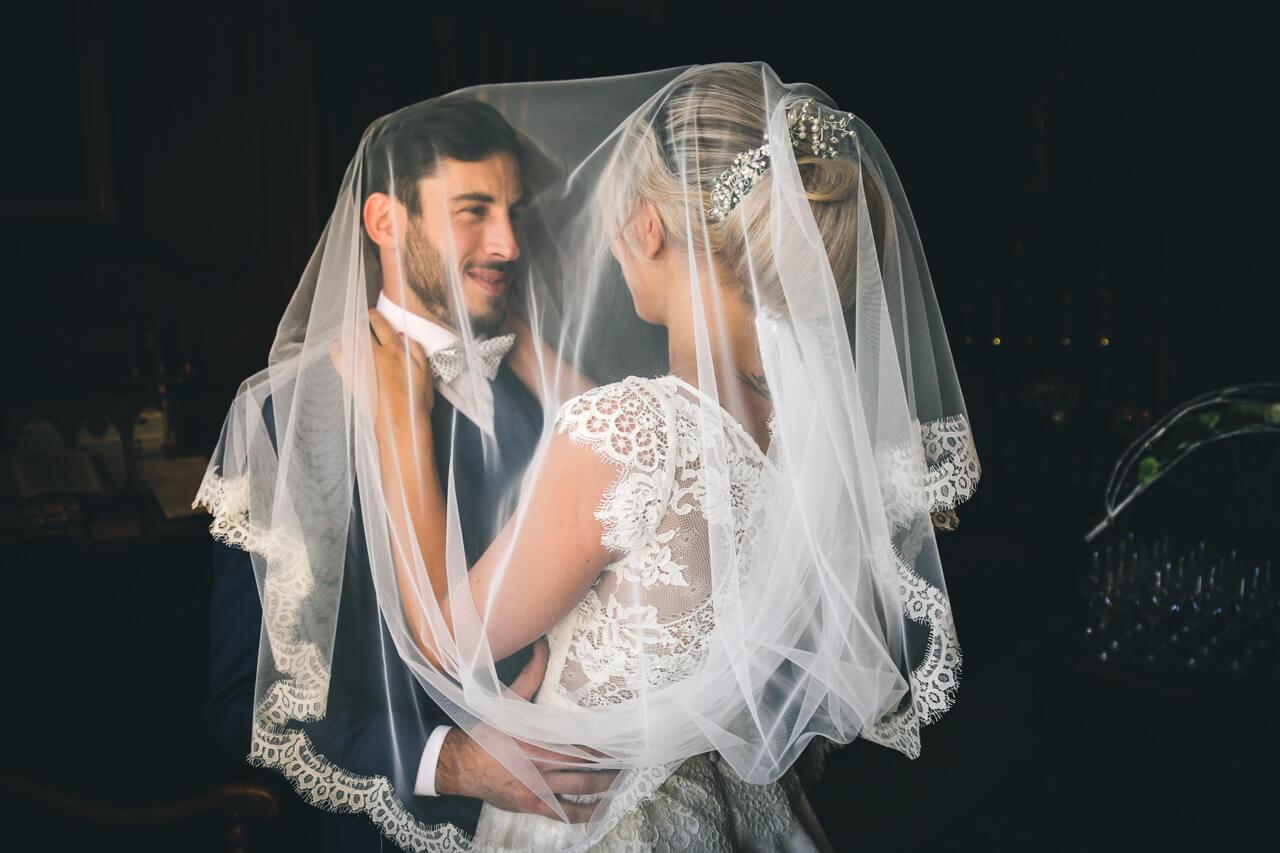 Photo de coup avec le marier sous le voile