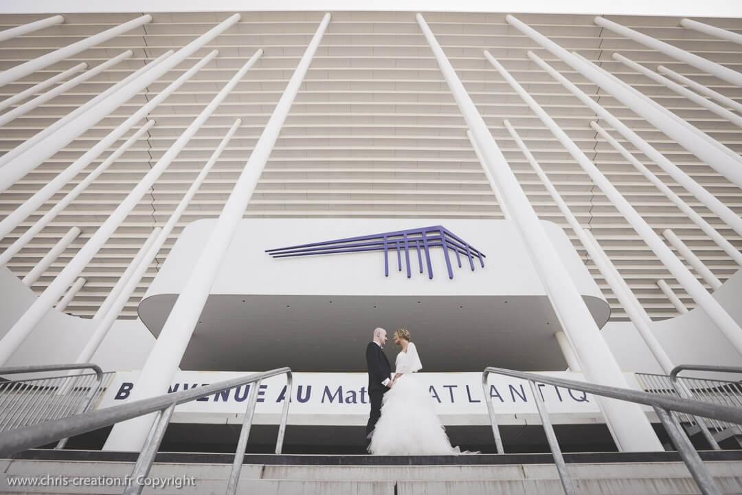 Un supporter des Girondins fait ses photos de mariage au Matmut Atlantique de Bordeaux